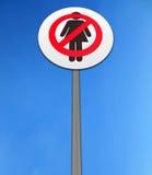 ?keine Frauen? trennten gegen einen hellen blauen Himmel Lizenzfreie Stockbilder