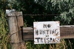 Keine Jagd oder Übertreten Stockbilder