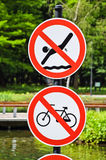 Keine Schwimmen und keine Radfahrenzeichen Stockfoto