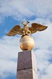 Keisarinnankivi -女皇的石碑在赫尔辛基 在地球的二重带头的老鹰 免版税库存照片