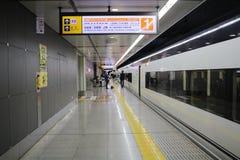 Keisei Skyliner attend des passagers sur le terminal d'Ueno photos libres de droits