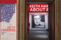 Keith haring utställning i milano Arkivfoto
