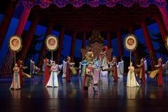 Keizer de lijfwacht-tweede handeling: een feest in de van het paleis-heldendicht de Zijdeprinses ` dansdrama ` royalty-vrije stock foto's