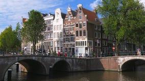 Keizersgracht et Leidsegracht à Amsterdam, Pays-Bas banque de vidéos