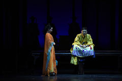 Kejsarens kejsarinnor för sorg-död festmåltid-moderna drama i slotten Royaltyfri Bild
