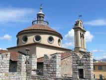 Kejsares slott- och Santa Maria delle Carceri kyrktar i Prato Royaltyfri Fotografi