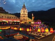Kek Lok Si świątynia przy nocą Zdjęcie Stock