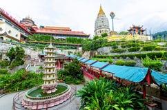 Kek Lok Si tempel en buddistisk tempel som placeras i luft Itam i Penang Det är en av de bästa bekanta templen på ön Arkivfoto