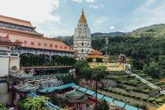 Keken Lok Si Temple är en buddistisk tempel i Penang och är en av de bästa bekanta templen på ön royaltyfria bilder