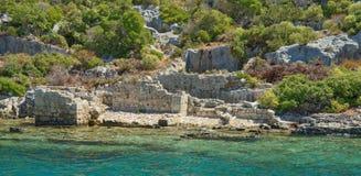Kekova är en ö som under de vattensylterna fördärvar av Arkivfoto