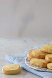Keks auf einer Platten-Kopien-Raum-Vertikale Stockfoto