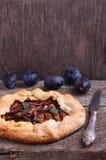 Keks mit Pflaumen lizenzfreies stockfoto