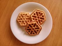 Kekse auf weißer Porzellanplatte Lizenzfreies Stockbild