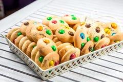 Kekse in einem Korb Lizenzfreies Stockbild