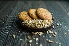 Keksgetreide mit Samen des indischen Sesams und im Korn Stockbild