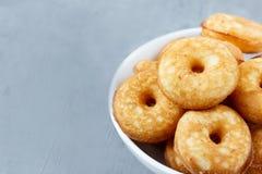 Keksplätzchen auf der Platte Lizenzfreies Stockfoto