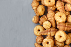 Keksplätzchen von verschiedenen Formen Beschneidungspfad eingeschlossen Stockfoto