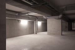 Kelder in de grote moderne bouw Stock Foto's