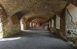 Kelderverdieping van Geruïneerd Kasteel in Polen stock foto's