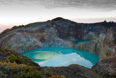 Kelimutu barwił krateru jezioro Zdjęcie Royalty Free