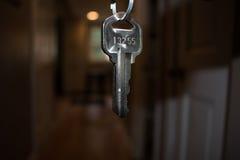 Keller-Schlüssel lizenzfreie stockbilder