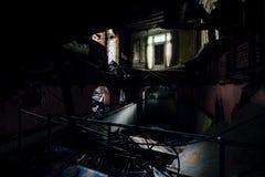 Keller-Swimmingpool - verlassene Villa Lizenzfreie Stockfotos