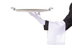 Kellner, der ein silbernes Tellersegment anhält stockfotos