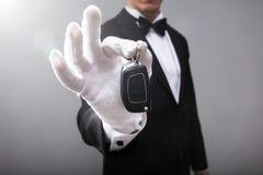 Kellner Holding Car Key stockfotos