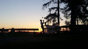 Kellnercocktail im Freien stockbilder