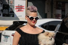 Kelly osbourne and her dog Stock Images