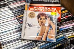 Kelly Rowland-CD album eenvoudig diep 2002 op vertoning voor verkoop, beroemde Amerikaanse zanger, songwriter, actrice royalty-vrije stock fotografie