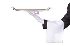 Kelner die een zilveren dienblad houdt stock foto's