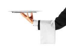 Kelner die een zilveren dienblad houdt Stock Foto