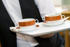 Kelner met soep stock foto's