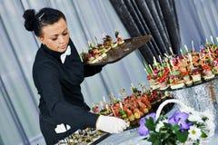 Kelner porci cateringu stół Obrazy Stock