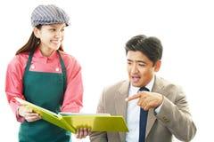 Kelnerka i klient zdjęcia stock