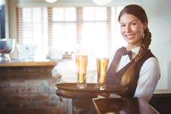Kelnerki mienia piwa Obraz Royalty Free