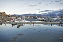 Kelowna-Jachthafen an der Dämmerung Lizenzfreie Stockbilder