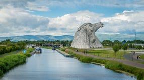 Kelpiesna i en sommareftermiddag, Falkirk, Skottland royaltyfria foton