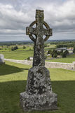 Keltisch Kruis bij Rots van Cashel Stock Afbeelding
