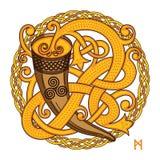 Keltisch, Skandinavisch ontwerp Het drinken van hoorn met weide en geweven patroon royalty-vrije illustratie