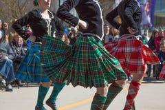 Keltische dans vrouwelijke straat stock foto