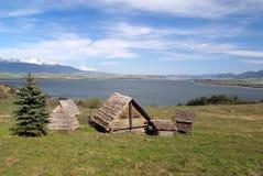 Keltische Häuser auf Havranok-Hügel, Slowakei stockfotos