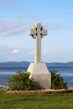 Keltisches Kreuz durch Ozean Stockbild
