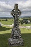 Keltisches Kreuz am Felsen von Cashel Stockbild