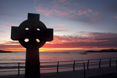 Keltisches Kreuz am Sonnenuntergang Lizenzfreie Stockfotos