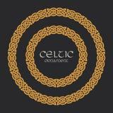 Keltisk fnuren flätad prydnad för ramgränscirkel royaltyfri illustrationer