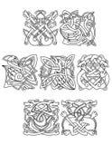 Keltiska djur och fåglar med den stam- prydnaden Arkivbild