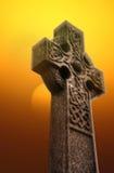Keltiskt kors på soluppgång A Arkivfoto