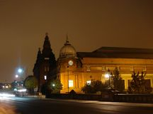 Kelvin Hall och natttrafik Royaltyfri Bild